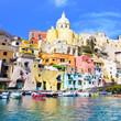 Grad Napulj i ceo region Zapadne Italije su tokom leta 2012-e godine imali pune ruke posla u suzbijanju gigantskih buba-rusa sto po priznanju vecine turistickih radnika i agencija se i te kako odrazilo na turisticku sezonu i prerano otkazivanje turistickih aranzmana kao i masovni povratak turista u ovom prelepom Italijanskom gradu tokom celog leta 2012-e godine.