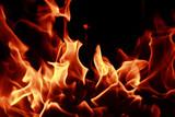 Paljenje dela tavan krova zahvacenim osama je sve samo ne siguran nacin da se ukucani rese osa.Paljenjem se samo podstice agresivnost osa i mogucnost razvitka pozara na sve delove objekta kuce i stana.Verovanje i saveti narod medjusobno u slucaju osa izazivanjem vatre ne resavaju pojavu osa na trajnoj osnovi.