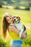 Vlasnici pasa ma koliko imali ljubav prema psima sa prvim znacima i saznanjem da zive sa buvama moze drasticno promeniti ponasanje vlasnika prema psu.