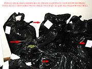 """Primer odlaganja garderobe iz sobe i celog objekta zahvacenim stenicama po tretmanu.Stacioniranje u vakumskih zalepljenim kesama je jako preporucljivo kako jajasca sa povrsine tkanina garderoba se ne bi u najskorijem vremenskom roku izlegle.Ukucani koriste garderoba kao i uvek ali su u obavezi vratiti sve u kesama i selotejpom hermeticki zalepiti bez vazduha unutra.Na ovaj nacin pored hemijskog tretmana se osigurava da ukucani nemaju prezivelih jajasca na odeci.KLIK NA SLIKU GORE ZA PRIKAZ SA SVIM DETALJIMA.Sajt""""Dezinsekcija.net"""".Sva prava autora prilozenog materijala su zakonom zasticena."""