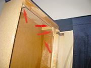 Prikaz kreveta i tretiranih tacaka gde stenice zive iako se ne vide.