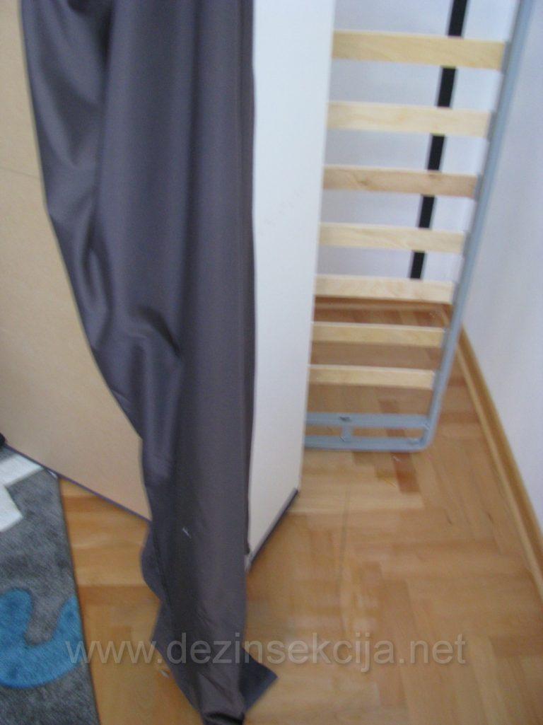 Prikaz pravilno rasklopljenog kreveta pred tretmanom.Prskanej kreveta u lezecem polozaju je jednostavno nedovoljno i klasicno gubljenje vremena.