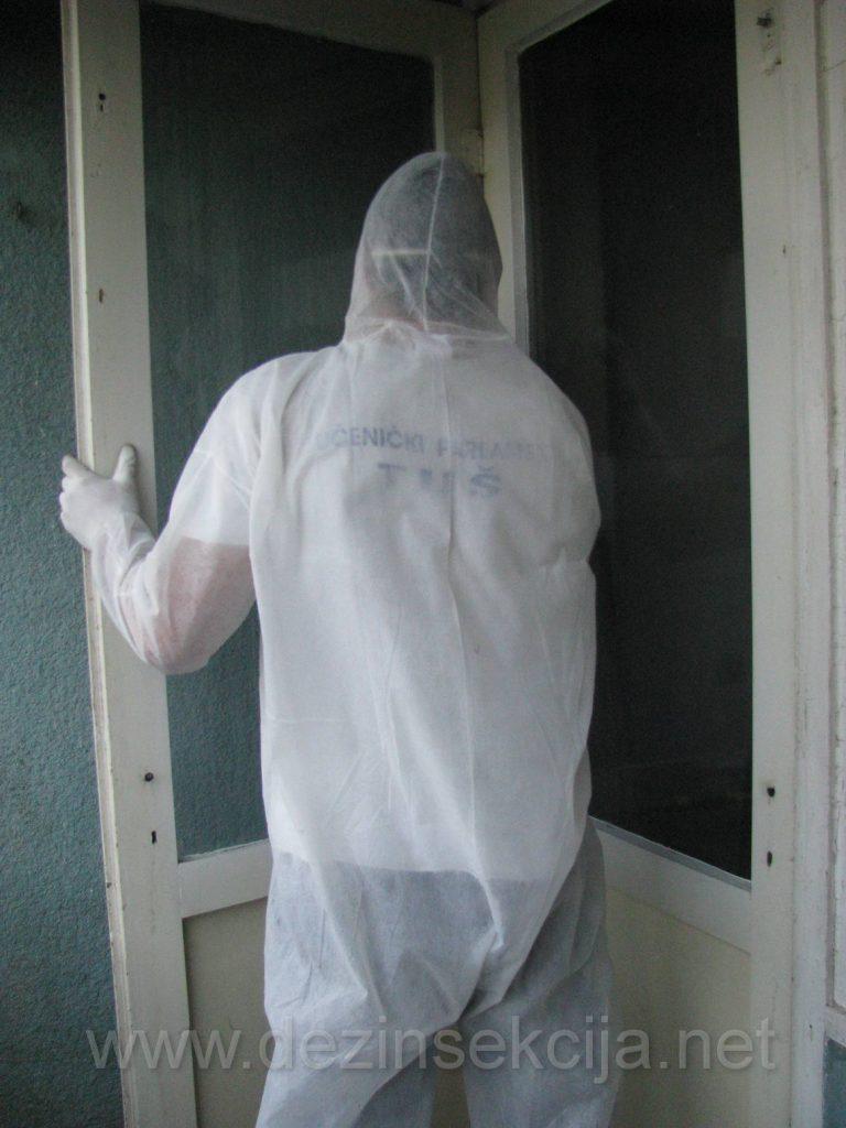 Detaljno pristupamo ciscenju prozora i ramova prozora.