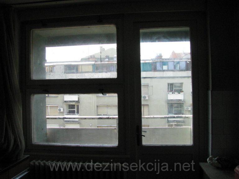 Uprljane prozore cistimo dezifinsijensom visokog ucinka bez obzira na prethodnu uprljanost.