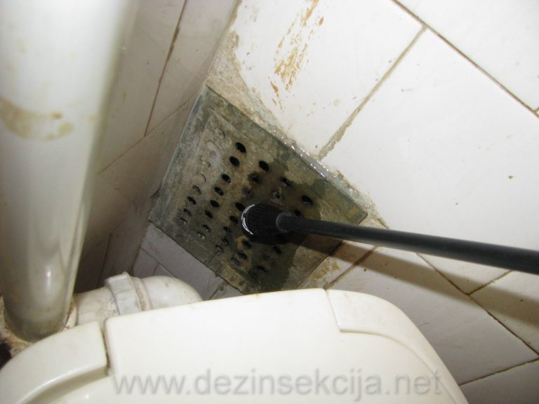 Donji deo ventilacije je takodje steciste bubarusa iza wc solje.