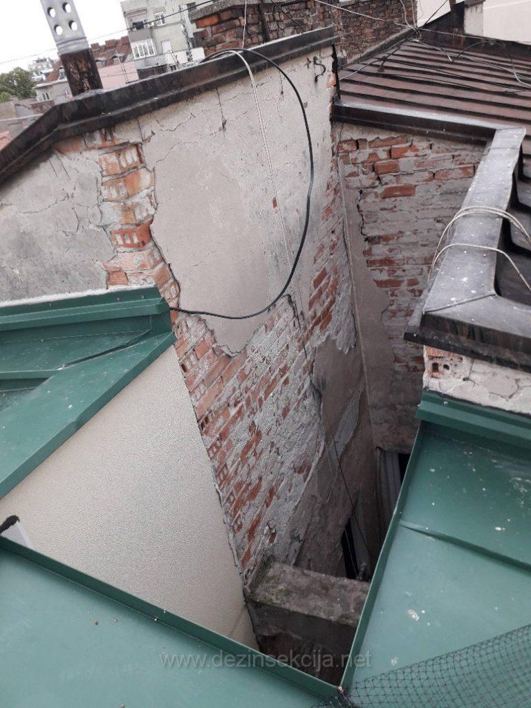 Izrazito geometrijski nepodesan deo zgrade je svakodnevnica nasih DDD tehnologa u permanentnoj zastiti zgrada u Beogradu i Novom Sadu od nastanjenih golubova.