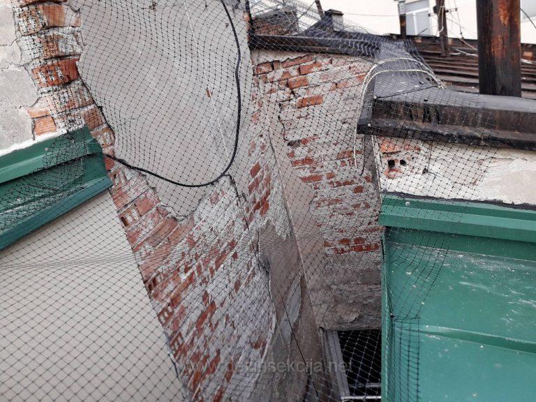 Primer postavke mreze u odbijanju golubova iz razlicitih uglova tako da nema potrebe za penjanjem na nestabilnom krovu.SVaki stanar zgrade po zavrsenom poslu dobija na email-u ili u stampanoj formi izvestaj i fotografije zavrsenog posla.