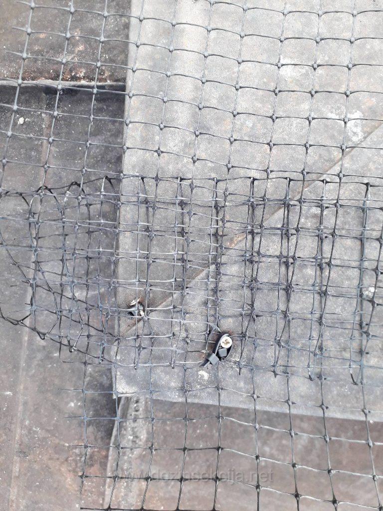 PRimeri odbijanja i rasterivanja golubova sa terasa,balkona i krovova u Beorgadu,Novom Sadu i ostalim mestima u Srbiji.Postavka sertifikovane pigeon PVC mreze prema ISO 9001 standardu postavljena profesionalno od strane selektovanih obrazovanih DDD inzenjera i biologa na primeru jedne Beogradske zgrade na Vracaru maj 2019.Mreza je postavljena tako da moze izdrzati nalete vetra kategorije 7,temperature od +120 stepeni i -50 stepeni celzijusovih uz izdavanjem prateceg garantnog lista ako se bilo sta dalje pojavljuje svaki dalji dolazak je besplatan i ukljucen u ceni.Saradjom sa nama ste 100% sigurni u dat novac jer drzimo do svog renoema i saljemo iskljucivo najbolje visoko-edukovne profesionalce u zastiti od golubova na human i Zakonski dozvoljeni nacin i primenjujemo postupak sa najkvalitetnijim rekvizitima potrvdjenim na stotinama i hiljadama klijenata u zadnjih 11 godina naseg rada.