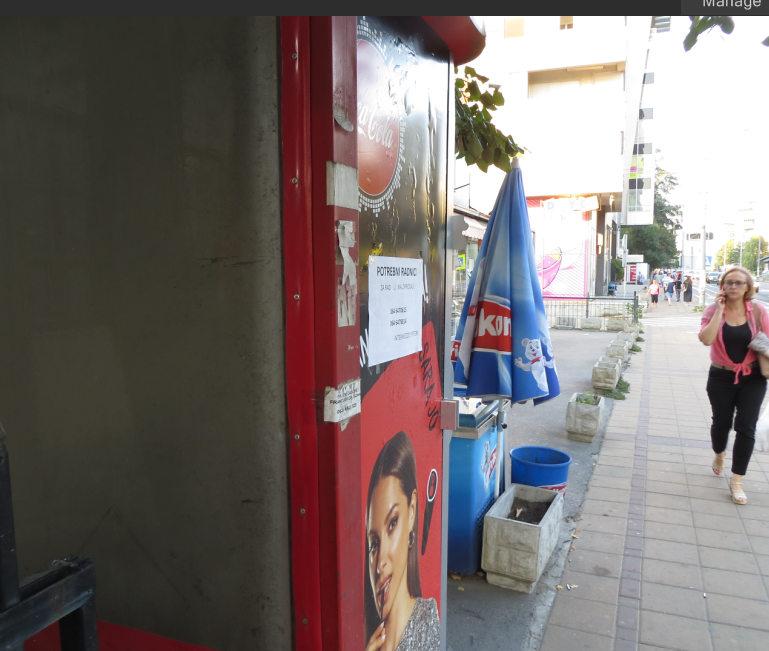 Radnici na kiosku oglasi za radna mesta na svakom koraku ali su plate ispod svakog zivotnog minimuma,