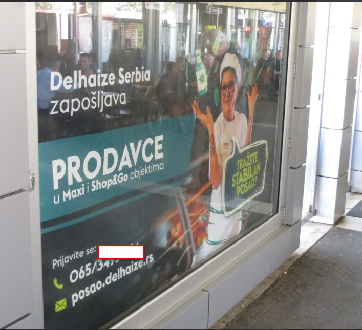 Potraznja za radnicima u trgovini i to veceg renomiranog lanca supermarketa u Beogradu.Fotografija napravljena 22-09-2019 na glavnoj autobskoj stanici u Beogradu.Posla ima ali NEMA VISE RADNIKA.OTisli svi preko.