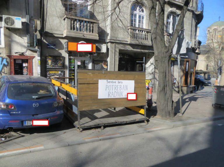Na samo 20 metara od oglasa za radnike u Sloveniji stoji mesecima oglas za konobare i radnike u kuhinje u elitnim Beogradskim restoranima.Poslodavcima u Beogradu ostaje izbor ili drasticnog povecanja plata ili zatvaranje lokala.Klijenti usluga dezinsekcije i deratizacije u Beogradu i Novom Sadu su takodje pogodjeni odlivom strucne radne snage van Srbije u plateznim EU drzavama na ustrb kvaliteta samih usluga gde tek u 20% slucajeva dobiju kvalitetnu uslugu,a u 80% slucajeva reklamaciju i klasicne internet ddd prevarante.RAzlog?Nema vise pravih sanitaraca u Beogradu,ne zele vise da rade za africke plate i da objasnjavaju klijentima u Beogradu zasto usluga sa garancijom kosta 20 ili 25 eura po stanu a na samo sati po vremena avionom imaju zagarantovanih 100 ili 150 eura dnevnice odnosno 3+hiljada eura plate u Austriji i Nemackoj bez bilo kakvog objasnjavanja Klijentima u EU drzavama.