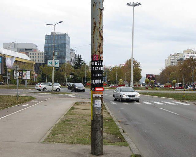 Oglas za frizere sa platom od 80 hiljada dinara plate,Novi Beograd,sredina oktobra 2019 e godine,kruzni tok na Novom Beogradu,ulaz u Pariske Komune.