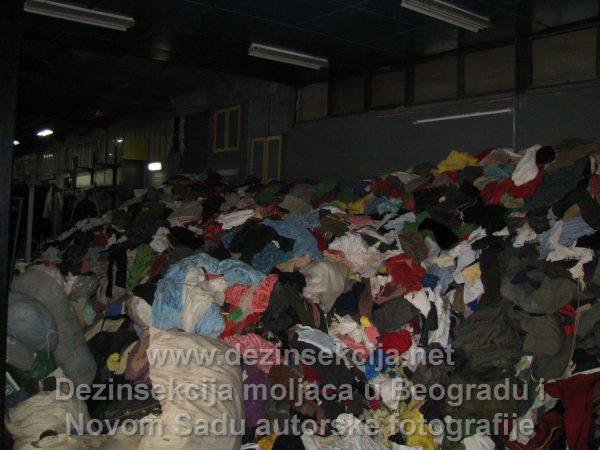 Dezinsekcija moljaca u Beogradu u garderobi autentične fotografija Klijent Avala Film skupoceni kostimi.