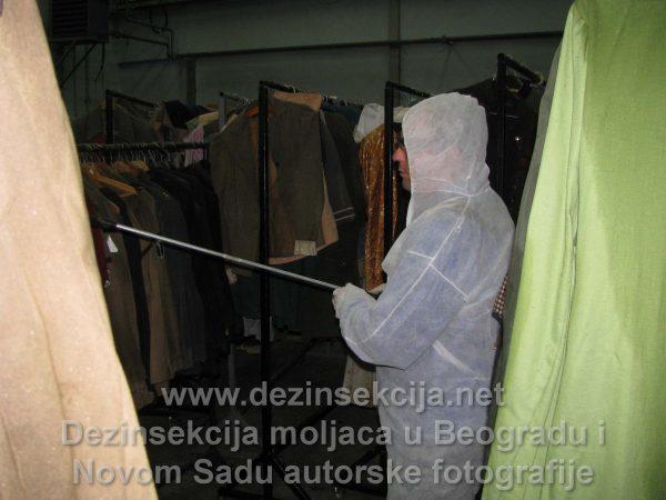 Prvo smo radili nameski anaerobni tremtan a potom smo pristupili vakumiranju celokupne kolekcije kostima.