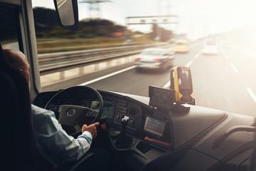 Kvalitetnih i iskusnih vozaca autobusa,kamiona i slepera je takoreci nemoguce naci ne samo u Beogradu vec bilo gde u Srbiji.90% vozaca u Srbiji radi vikend ili mesecne ture u dobro plateznim EU drzavama i sa par hiljada eura ustedjevina nakon samo 30 dana posla dolazi u Srbiji na odmor i planira novu turu u inostranstvu ne zeli i ne vidi sebe kao radnika na visoko rizicnim poslovima u Srbiji za 200 ili 250 eura plate dozivotno.